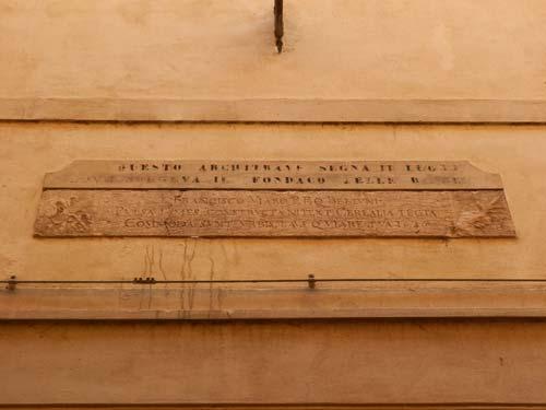 Lapide fondaco biade dietro il Teatro di Belluno
